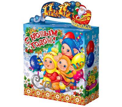 """Акция - Новогодняя упаковка из картона 1000 г """"Поросята на санках"""""""