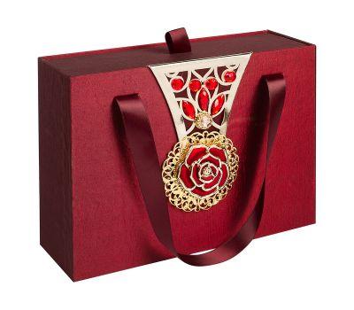 """Новогодний подарок  700 г """"Декоративная подарочная коробка средняя красная"""""""